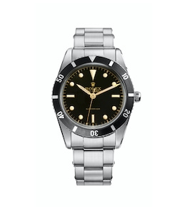 1953 - The Submariner is the first divers' wristwatch waterproof to a depth of 100 metres (330 feet).