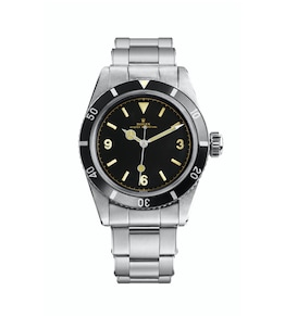 1954 - The waterproofness of the Submariner is increased to 200 metres (660 feet) in 1954.