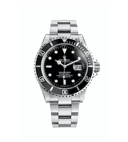 1984 - The Submariner Date is now equipped with the Triplock winding crown (1977), a sapphire crystal (1979) and a dial with applique hour markers (1984). Its waterproofness increases to a guaranteed depth of 300 metres (1,000 feet) in 1979.